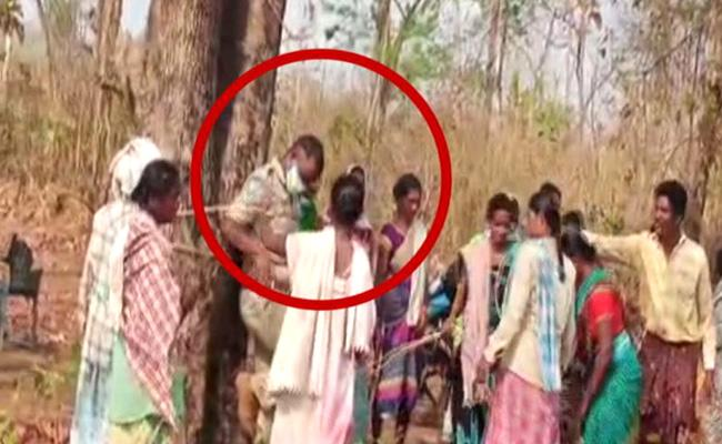 Bhadradri Tribals Beat Forest Officers Over Land Acquisition - Sakshi
