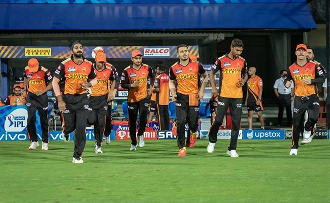 IPL 2021: Without Kane Williamson SRH Lost To KKR By 10 Runs - Sakshi