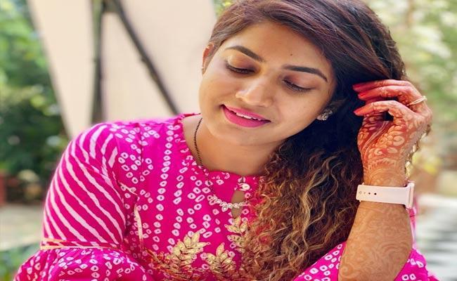 Anchor Sameera Sherief Shares Her Pregnancy News Through Social Media - Sakshi