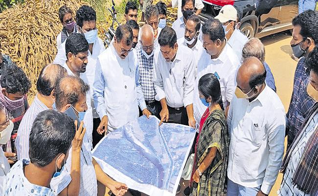 Construction of roads in AP at a cost of Rs 3,300 crore - Sakshi
