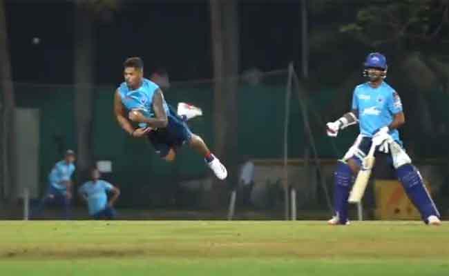 IPL 2021: Umesh Yadav One Handed Stunning Catch Shocks Ajinkya Rahane - Sakshi