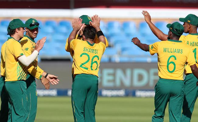 South Africa Beat Pakistan By 6 Wickets 2nd T20I - Sakshi