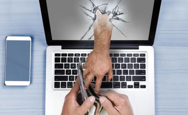 Cybercrime RS 1 Lakh Lost in online Fraud - Sakshi