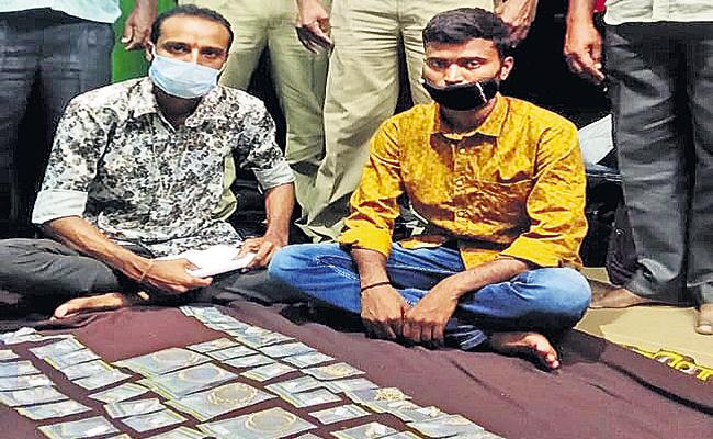 Heavy gold jewelery was seized during SEB inspections - Sakshi