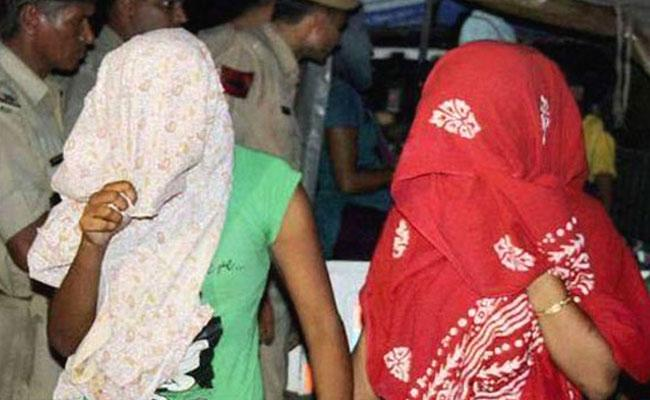 HYD: Police Raids On Brothel House In Golconda - Sakshi