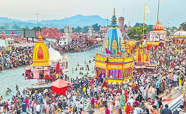 Kumbh Mela 2021: Hundreds Test Positive For Covid at Haridwar - Sakshi