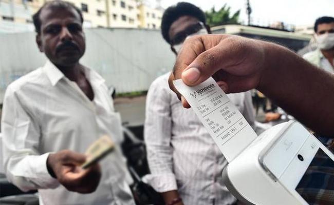 Sunday Lockdown In UP, Up To Rs 10000 Fine For Second Mask Violation - Sakshi