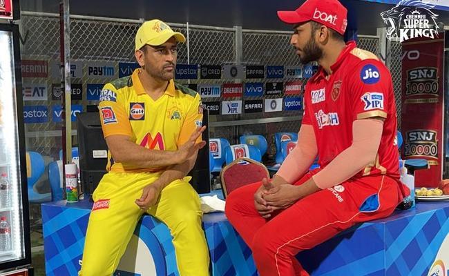 IPL 2021 MS Dhoni Tips To PBKs Shahrukh Khan Photo Goes Viral - Sakshi