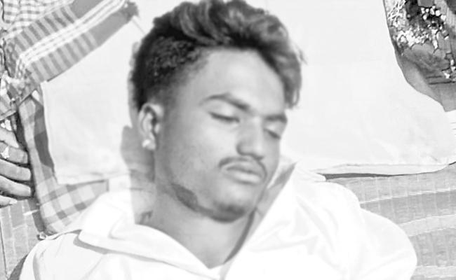 Boy Hang Himself In Miyapur Telangana - Sakshi
