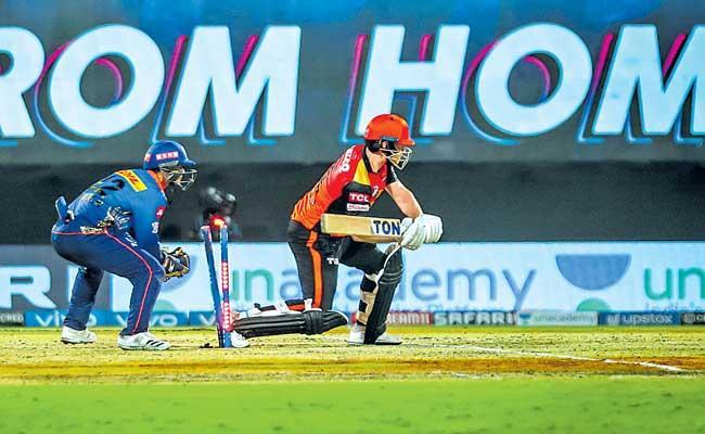 Mumbai Indians beat Sunrisers Hyderabad by 13 runs - Sakshi
