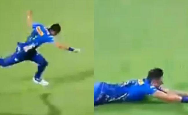 IPL 2021: Trent Boults Comic Fall In MI vs SRH Game Leaves - Sakshi