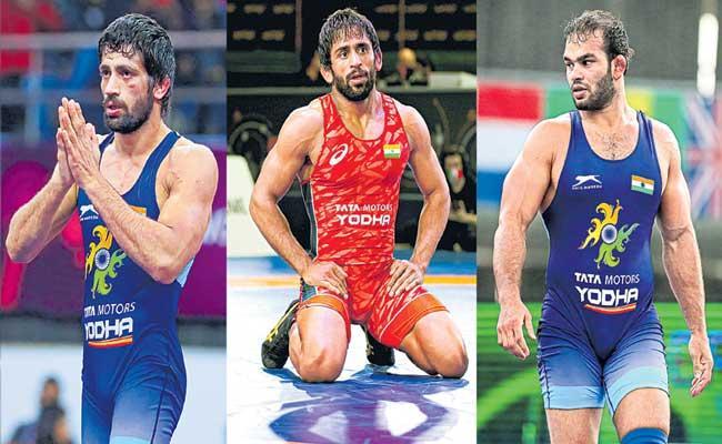 Bajrang Punia, Ravi Kumar to fight for gold after reaching finals - Sakshi