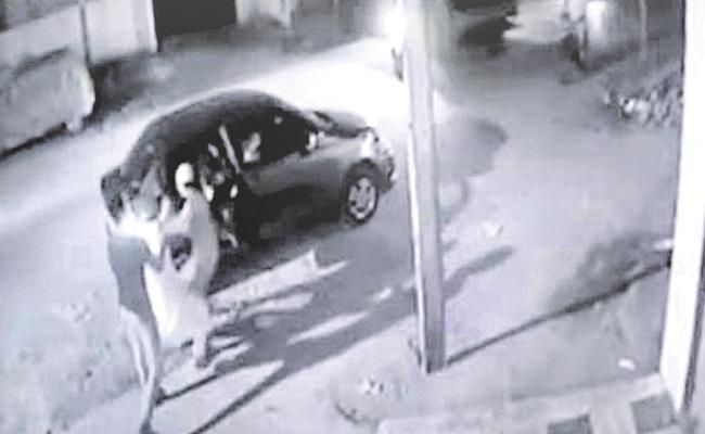 Hyderabad: Girl Kidnapped In Mailadhevapalli  - Sakshi