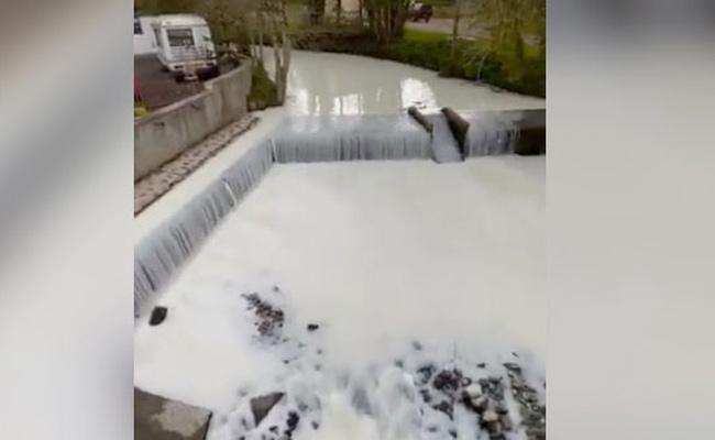 United kingdom: Milky River Dulais After Tanker Spill Video Viral - Sakshi