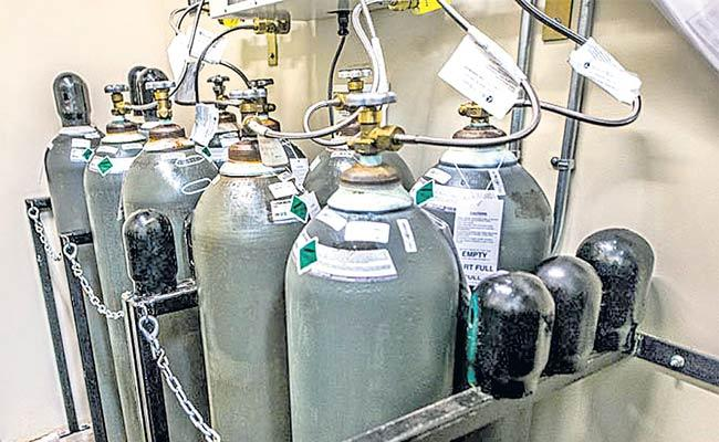Shortage Of Oxygen Cylinders In Private Hospitals In Telangana - Sakshi