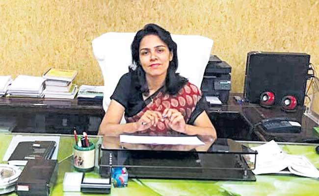 IAS Roshan Jacob Appointed District Magistrate In Charge Of Lucknow - Sakshi