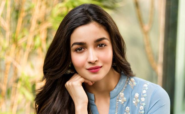 Alia Bhatt Reacted to Boyfriend Ranbir Kapoor Past Relationships - Sakshi