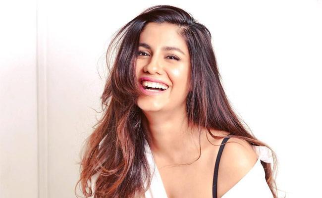 Shreya Dhanwanthary: I Watched Kshana Kshanam 267 Times - Sakshi