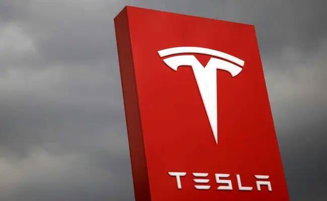 Two Killed In Tesla Car Crash In US - Sakshi