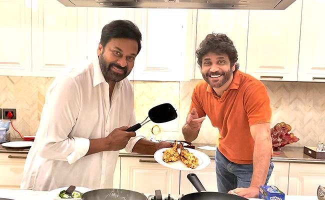 Chiranjeevi Prepares Food For Nagarjuna Akkineni - Sakshi