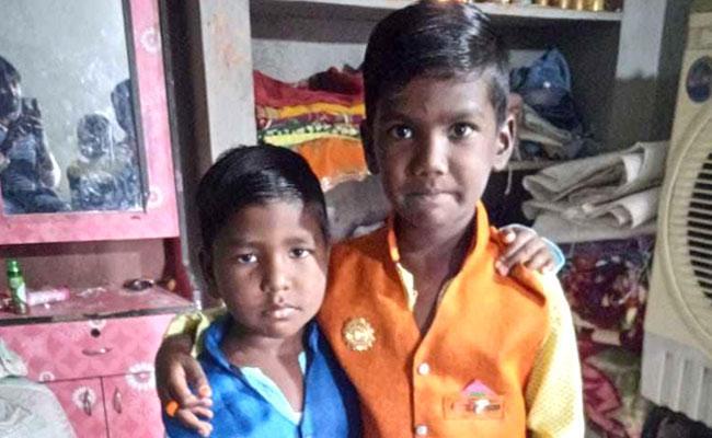 Two Kids Deceased In Amrp Canal Nalgonda - Sakshi
