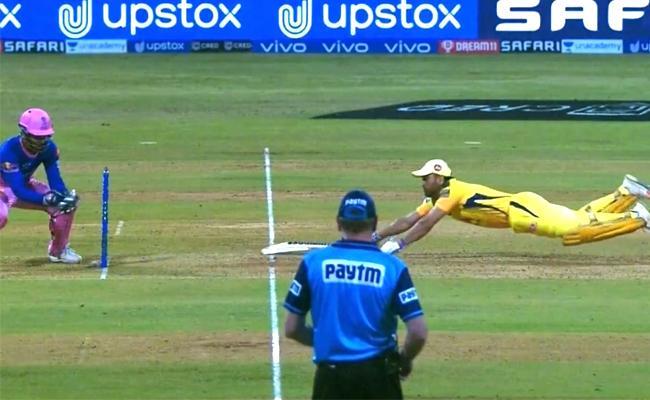 IPL 2021: Fans In Awe As MS Dhoni Dives To Survive Run Out - Sakshi