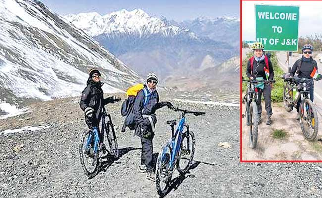Two womens cycling through the Himalayas for the One Billion campaign - Sakshi