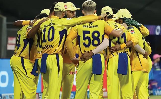 IPL 2021 Brian Lara Says CSK Batting Order Long Dhoni Can Take Rest - Sakshi