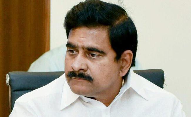 After Issuing Notices AP CID Visits To TDP Leader Devineni Uma House - Sakshi