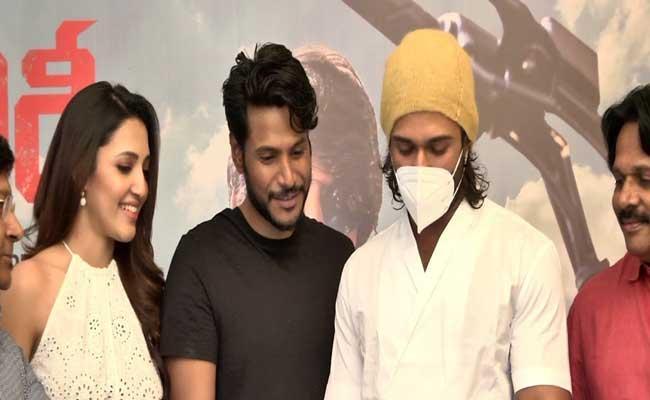 Vijay Devarakonda Launch Sundeep Kishan Gully Rowdy Teaser - Sakshi