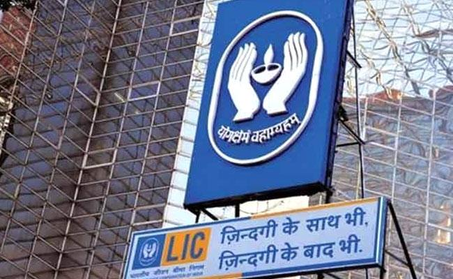 LIC collects record new premium in FY21 - Sakshi
