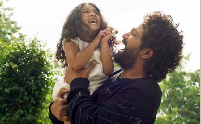 Allu Arjun And His Daughter Arha New Pic Viral In Social Media - Sakshi