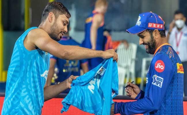 IPL 2021: Avesh Khan Reaches Rohit Sharma Autograph After Match Viral - Sakshi