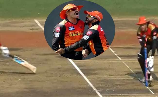 IPL 2021: David Warner Hilarious Run Out Of Nicholas Pooran Became Viral - Sakshi