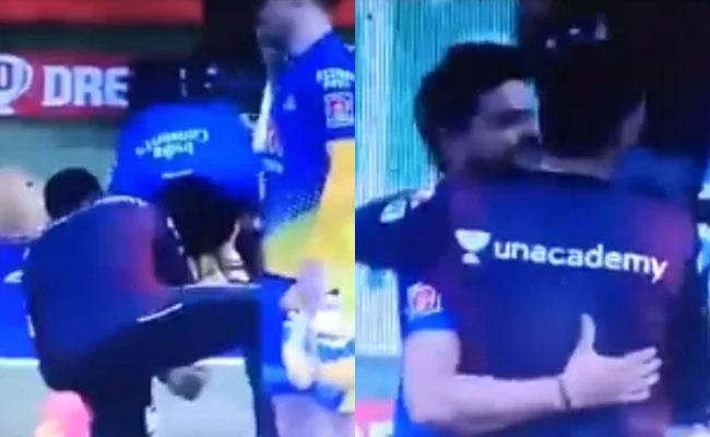 IPL 2021 CSK Vs KKR Suresh Raina Touching Harbhajan Singh Feet - Sakshi