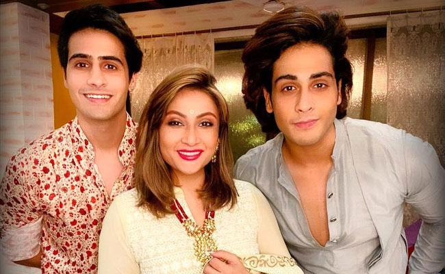 Actress Urvashi Dholakia Says Her Twin Sons Want Her To Get Married Again - Sakshi