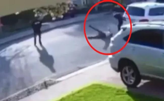 Viral Video: Man Body Slams Robber Who Held Him In California - Sakshi