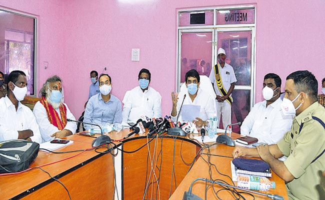 Strict measures on high charges in hospitals - Sakshi