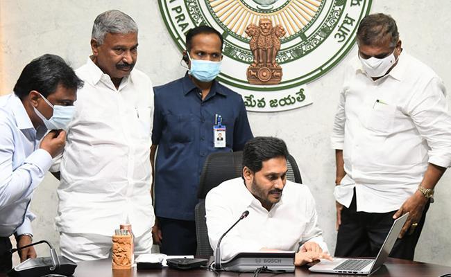CM YS Jagan Released Zero Interest Cash To Women - Sakshi