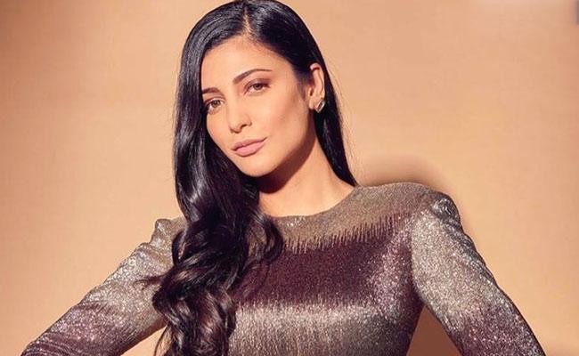 Shruti Haasan Reacts To Celebrities Vacation Pics During Pandemic - Sakshi