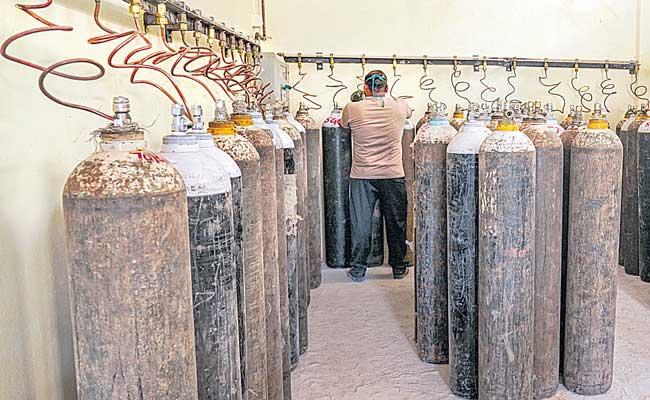 Naveen Patnaik assures PM Narendra Modi of oxygen supply to needy states - Sakshi