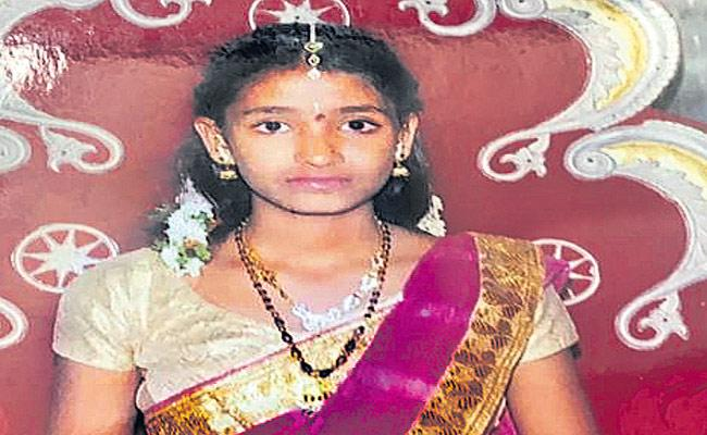 Narsingi: Young Girl Escaped After Giving Ice Cream To Her Brother] - Sakshi