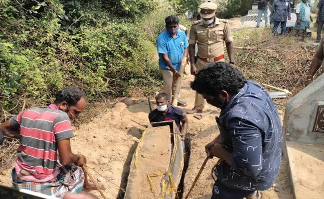 Deceased Body Extraction From Graveyard In Tamil Nadu - Sakshi