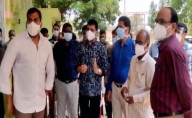 Minister Anil Kumar Yadav Serious On Govt Hospital Staff - Sakshi