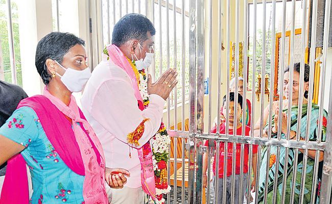 Telangana Municipal ElectionsP: KTR Far Away For Campaign - Sakshi