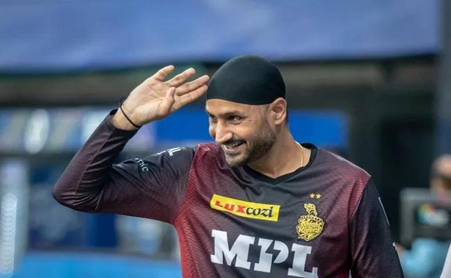 IPL 2021: Harbhajan Singh Responds To A Fan Who Accused Him Of Responding Only To Verified Accounts On Twitter - Sakshi
