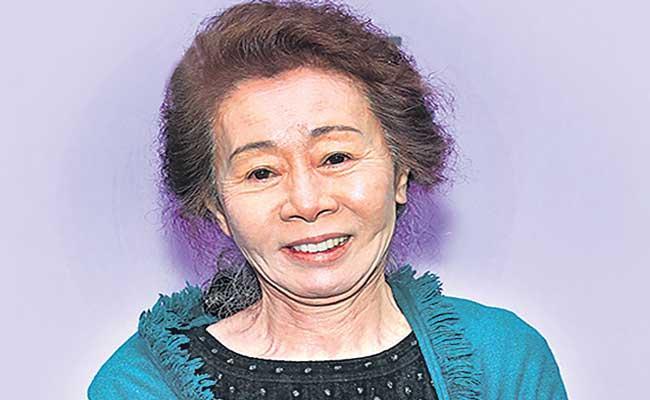 Minari star Says Stressful to be first Korean actress nominated for an Oscar - Sakshi