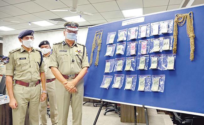 Hyderabad: Three Arrested Cheating Travel Agent Chandrayanagutta - Sakshi
