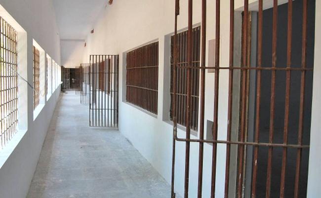 Two Prisoners Fight In Jail Banashankari - Sakshi