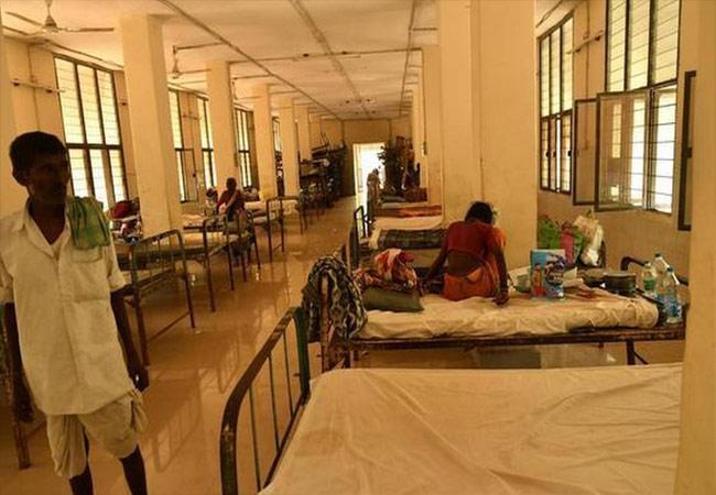 Covid Patient Tragedy In Government Hospital In Karimnagar - Sakshi